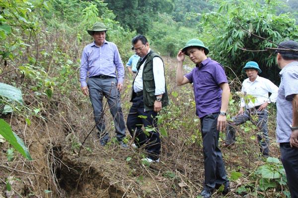 Phó Bí thư Thường trực Tỉnh ủy Trần Đăng Ninh thị sát và chỉ đạo khắc phục hậu quả mưa lũ tại huyện Đà Bắc