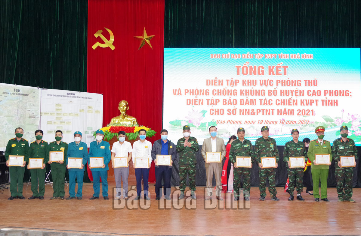 Tổng kết diễn tập khu vực phòng thủ, phòng, chống khủng bố huyện Cao Phong