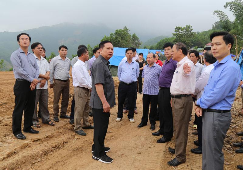 Đồng chí Bí thư Tỉnh ủy kiểm tra việc khắc phục thiệt hại do mưa, lũ tại huyện Đà Bắc