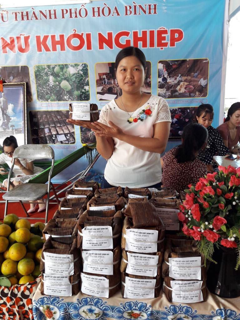 Sản phẩm bánh gai của tổ hợp tác xóm Hạnh Phúc, xã Hợp Thịnh (Kỳ Sơn) đã có mặt tại nhiều phiên chợ phụ nữ khởi nghiệp sáng tạo trên địa bàn tỉnh.