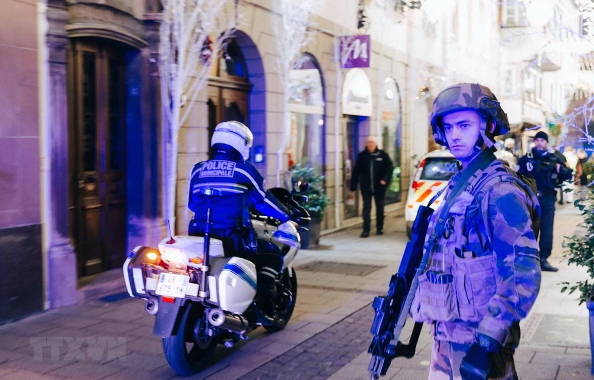 Pháp triển khai 100.000 cảnh sát đảm bảo an ninh dịp Năm mới