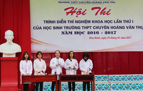 Hội thi trình diễn thí nghiệm khoa học trường THPT chuyên Hoàng Văn Thụ năm 2017
