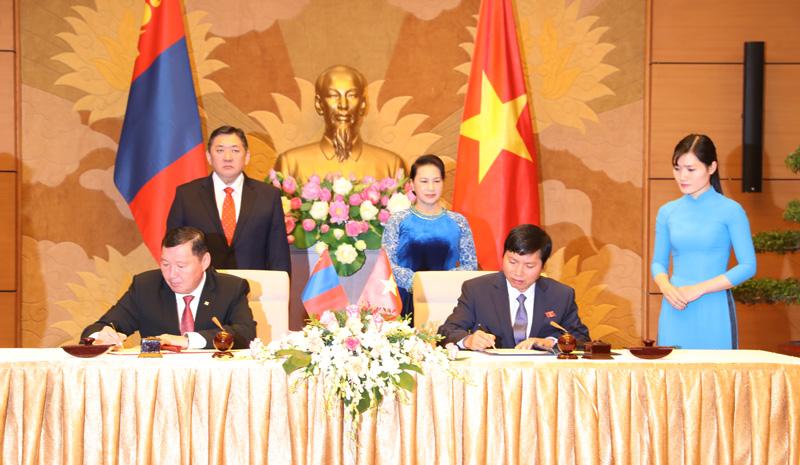 Ký kết hợp tác giữa tỉnh Hòa Bình và tỉnh Tuv, nước Cộng hòa nhân dân Mông Cổ