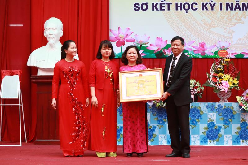 Trường THPT Chuyên Hoàng Văn Thụ: Đón bằng công nhận trường đạt chuẩn quốc gia giai đoạn 2017 – 2022