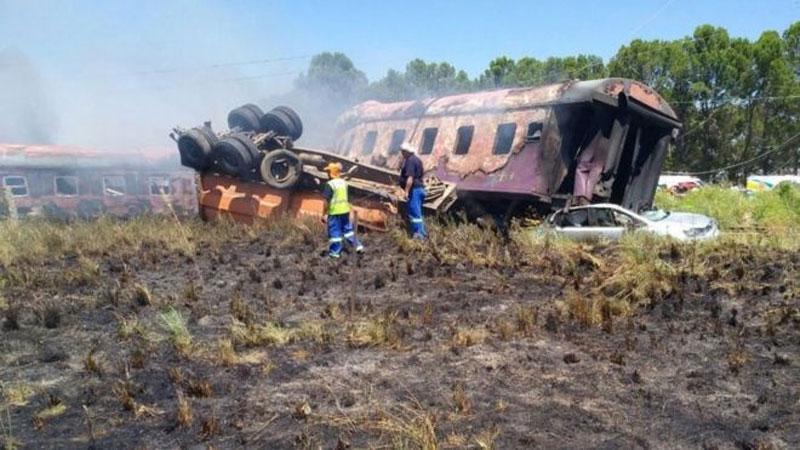 Nam Phi: Tàu hỏa đâm xe tải làm hơn 280 người thương vong