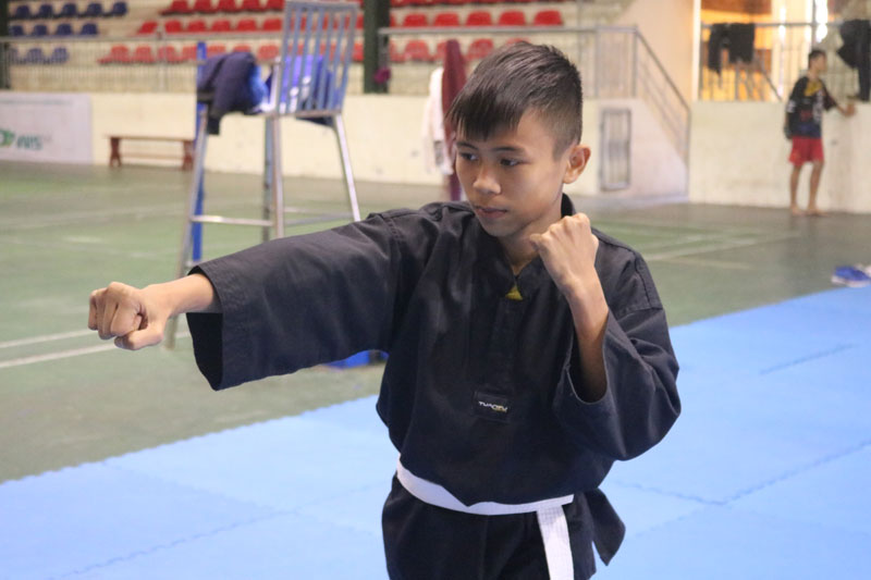 Bất lợi về hình thể, hơi bé so với những bạn cùng trang lứa, Nguyễn Đức Chung luôn nỗ lực tập luyện để theo đuổi ước mơ trở thành VĐV Pencak Silat chuyên nghiệp