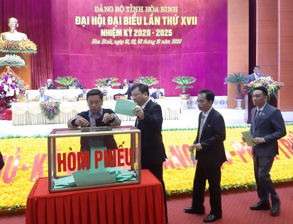 Đoàn đại biểu Đảng bộ tỉnh Hòa Bình đi dự Đại hội XIII của Đảng có 20 đại biểu chính thức