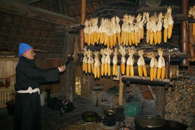 dt 23220111414 8 Tục lệ dân tộc Mường : Lễ Mát Nhà