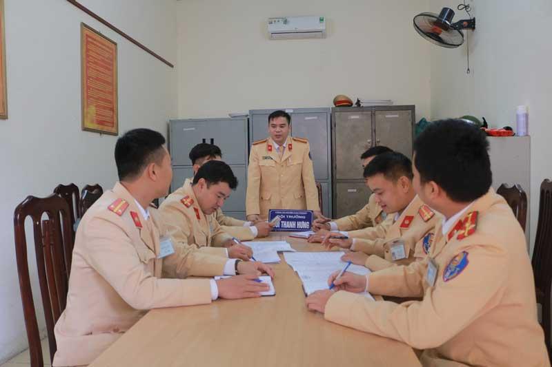 Đội Cảnh sát giao thông - trật tự huyện Cao Phong: Nhiều giải pháp đảm bảo trật tự an toàn giao thông