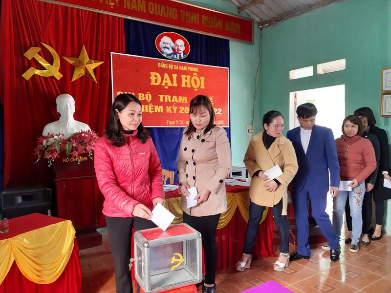 Huyện Cao Phong cơ bản hoàn thành tổ chức Đại hội chi bộ cấp cơ sở