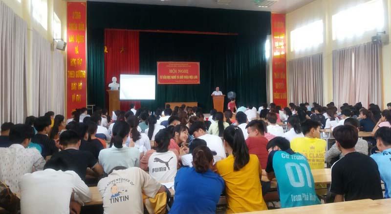 Kim Bôi Tổ chức hội nghị tư vấn dạy nghề và giới thiệu việc làm cho 225 học sinh lớp 12