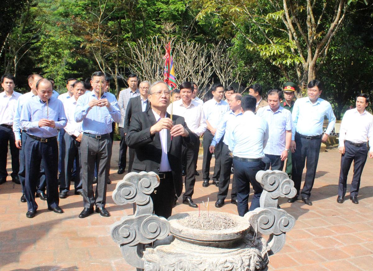 Đồng chí Trần Quốc Vượng, nguyên Ủy viên Bộ Chính trị, nguyên Thường trực Ban Bí thư Trung ương Đảng thăm, làm việc tại tỉnh