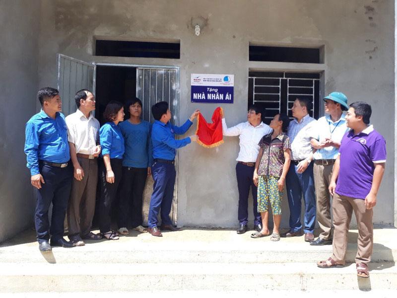Hội LHTN tỉnh bàn giao nhà nhân ái tại huyện Đà Bắc