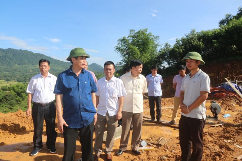 Phó Chủ tịch UBND tỉnh Nguyễn Văn Dũng kiểm tra công tác phòng chống thiên tai và tìm kiếm cứu nạn tại huyện Đà Bắc