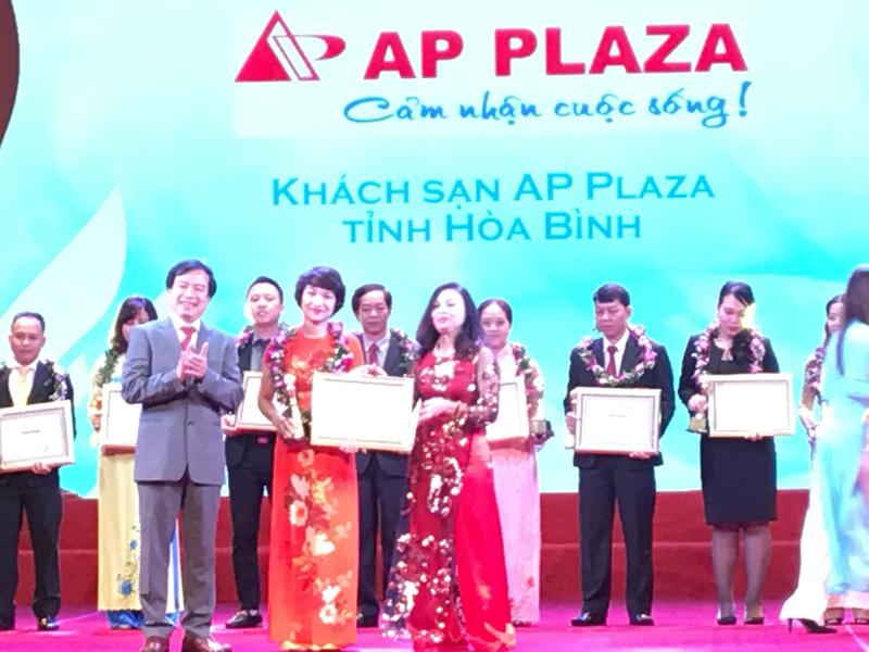 Khách sạn AP Plaza, tỉnh Hòa Bình được tôn vinh là một trong các doanh nghiệp du lịch hàng đầu Việt Nam 2017
