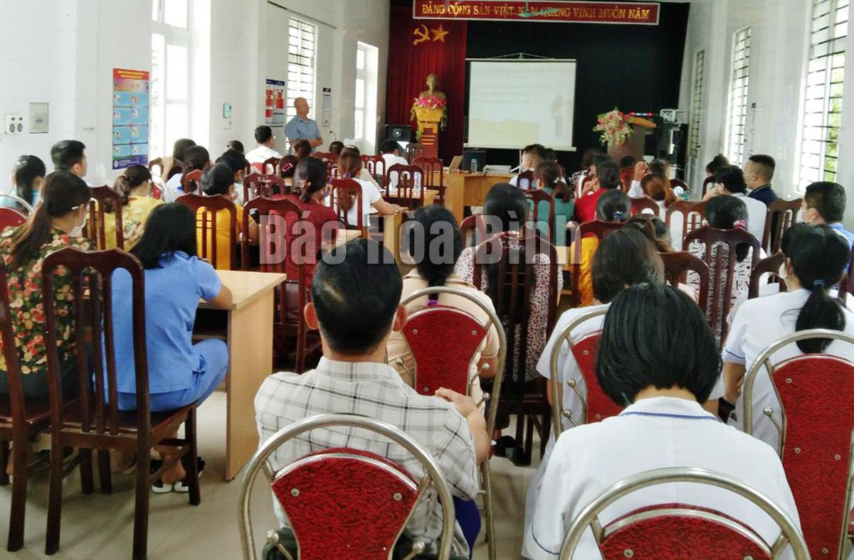 Huyện Đà Bắc tập huấn thực hành tiêm chủng