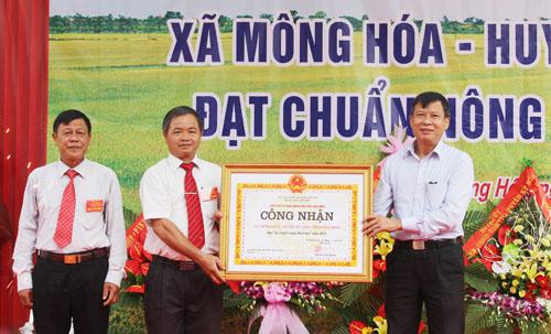 Mông Hoá đón nhận danh hiệu xã đạt chuẩn nông thôn mới