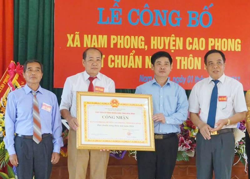 Nam Phong đón nhận danh hiệu xã đạt chuẩn nông thôn mới