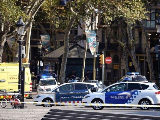 Truy lùng kẻ đâm xe vào người đi bộ tại Tây Ban Nha, IS nhận trách nhiệm