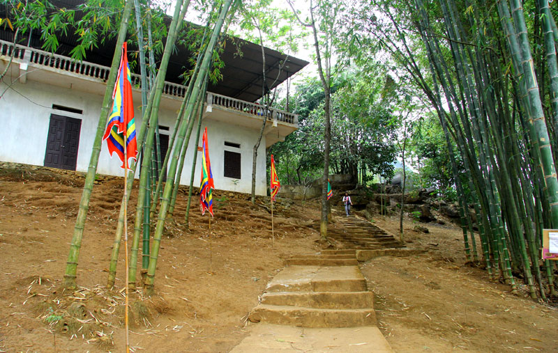Xây dựng khu du lịch quốc gia hồ Hoà Bình: Linh thiêng Hang Miếng