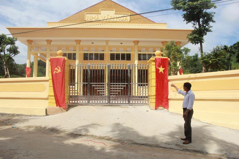 Thực hiện công khai, minh bạch trong xây dựng cơ bản, công trình nhà văn hóa xã Lâm Sơn (Lương Sơn) được đầu tư xây mới trên diện tích 453 m2 giúp xã hoàn thành tiêu chí số 6 về cơ sở vật chất văn hóa và cán đích NTM theo đúng lộ trình.