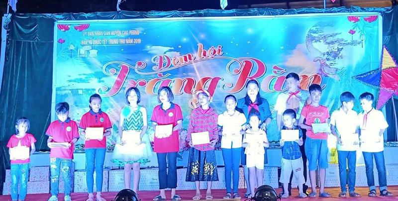 """Huyện Cao Phong: Hơn 1.200 trẻ em tham gia """"Đêm hội trăng rằm"""""""