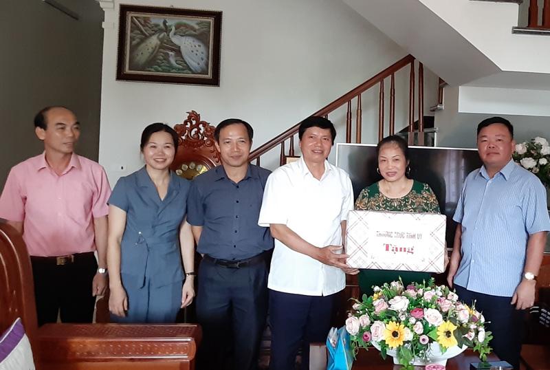 Phó Bí thư Thường trực Tỉnh ủy Trần Đăng Ninh: Huyện Cao Phong cần tiếp tục nhân rộng điển hình tiêu biểu làm theo lời Bác