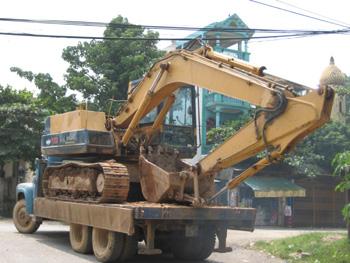 Xe cẩu tải 1 đến 50 tấn Huế.ĐT: 0546289879 Gọi đâu cẩu đó-phục vụ tận nơi